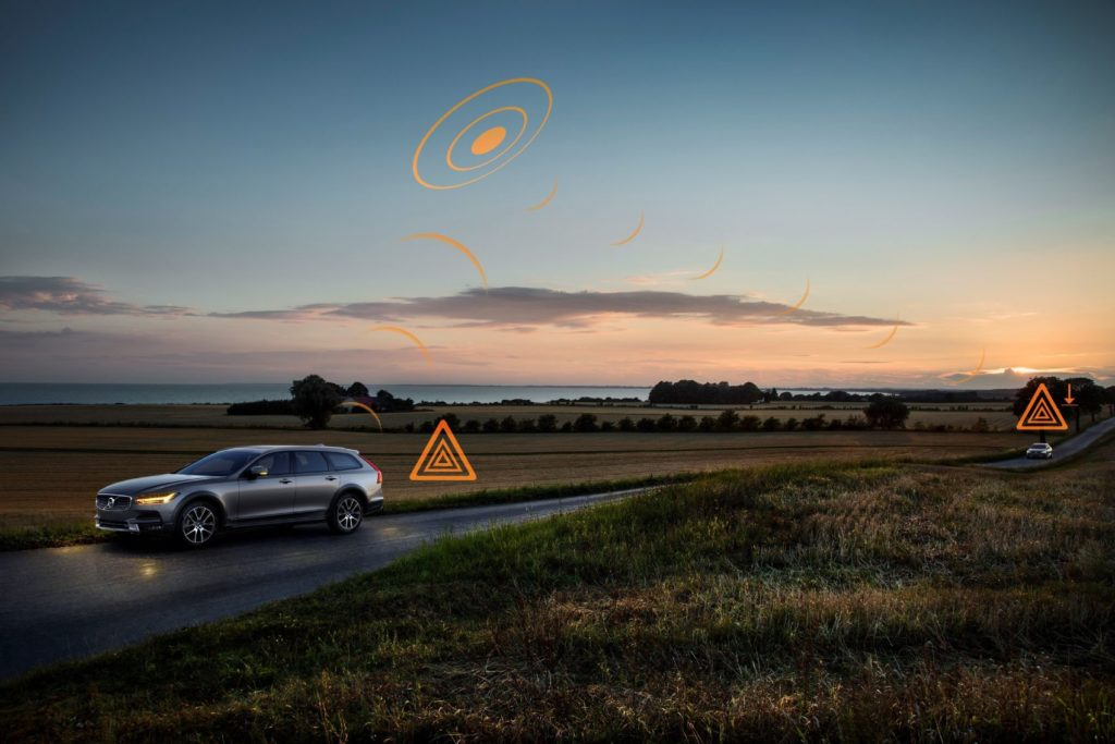 Hazard Light Alert demonstration on a V90 Cross Country.